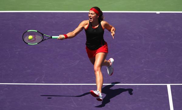 JelenaOstapenkoMiamiOpen2018Day109CBfb03GnxQl - WTA Miami: Jelena Ostapenko na tesno mimo Eline Svitoline