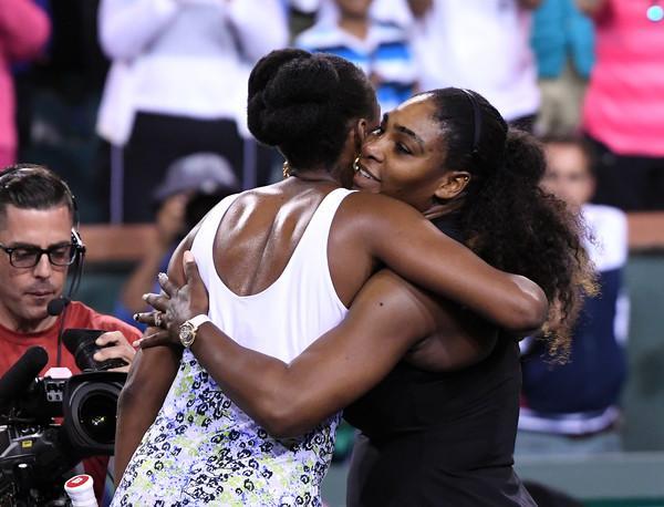 Serena Williams je tokrat morala priznati premoč starejši sestri. (Foto: zimbio.com)