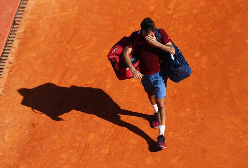 """roger federer i use 6070 rackets a year hard grass maybe clay in 2019 - """"Letno rabim okoli 70 loparjev, mogoče drugo leto pesek"""""""