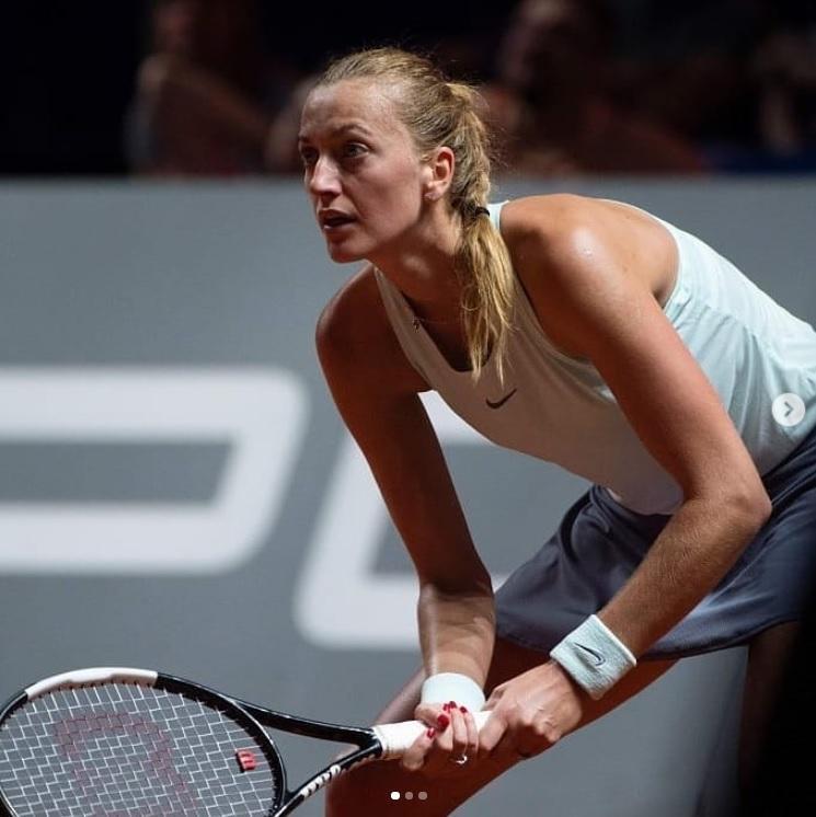 kvit - Osaka v Stuttgartu odpovedala polfinale, Kvitova vse bližje