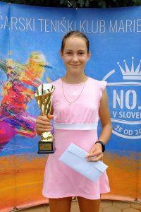 Beti Butina 200x300 - U12: V kategoriji A do naslova Petrović in Butina Jazbečeva, B turnirja Merviču in Mastnakovi