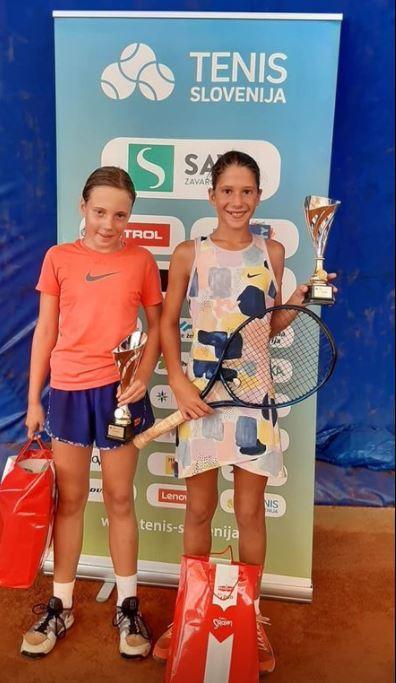 finalistki - U12: Bizjakova še drugič zapored pokorila vso konkurenco, pri dečkih do naslova Semenič