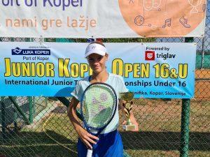 119102597 3208660045868761 8139567570688975559 o 300x225 - Tennis Europe: Izjemna Hojnikova do naslova v Kopru, v dvojicah najboljši Julija Bogatin in Nika Završki (FOTO)