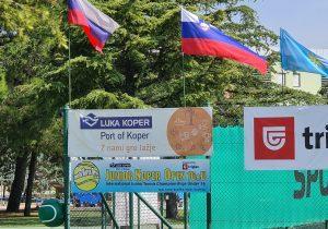119103513 3208658675868898 7787878857421413075 o 300x210 - Tennis Europe: Izjemna Hojnikova do naslova v Kopru, v dvojicah najboljši Julija Bogatin in Nika Završki (FOTO)