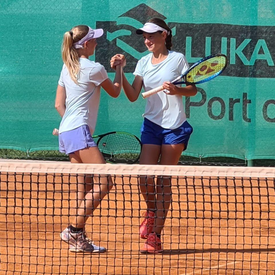 119131936 3208823059185793 5127308504418762667 o - Tennis Europe: Izjemna Hojnikova do naslova v Kopru, v dvojicah najboljši Julija Bogatin in Nika Završki (FOTO)