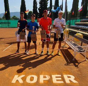119137406 3208657135869052 4538094724359326648 o 300x295 - Tennis Europe: Izjemna Hojnikova do naslova v Kopru, v dvojicah najboljši Julija Bogatin in Nika Završki (FOTO)