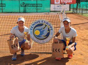 119171675 3208656405869125 1088249845588699521 o 300x224 - Tennis Europe: Izjemna Hojnikova do naslova v Kopru, v dvojicah najboljši Julija Bogatin in Nika Završki (FOTO)