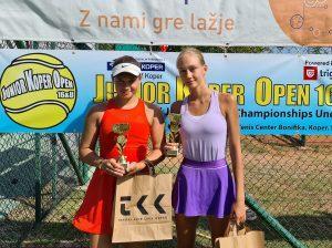 ela3 300x224 - Tennis Europe: Izjemna Hojnikova do naslova v Kopru, v dvojicah najboljši Julija Bogatin in Nika Završki (FOTO)