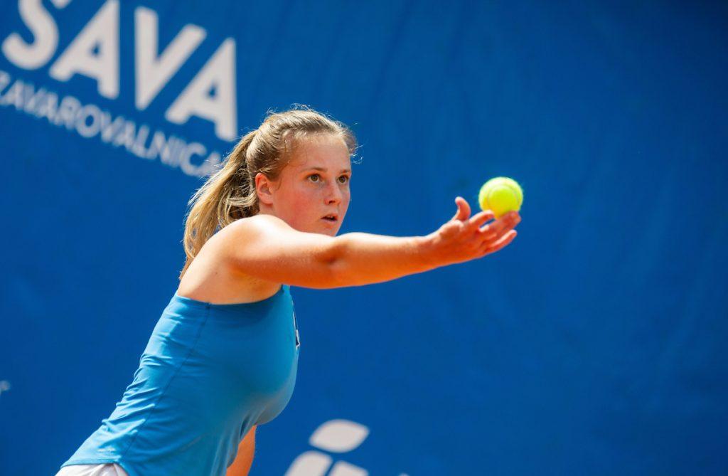 Cvetkovic Tina servis 1024x669 - ITF: Cvetkovičeva svetla točka črnega slovenskega dne