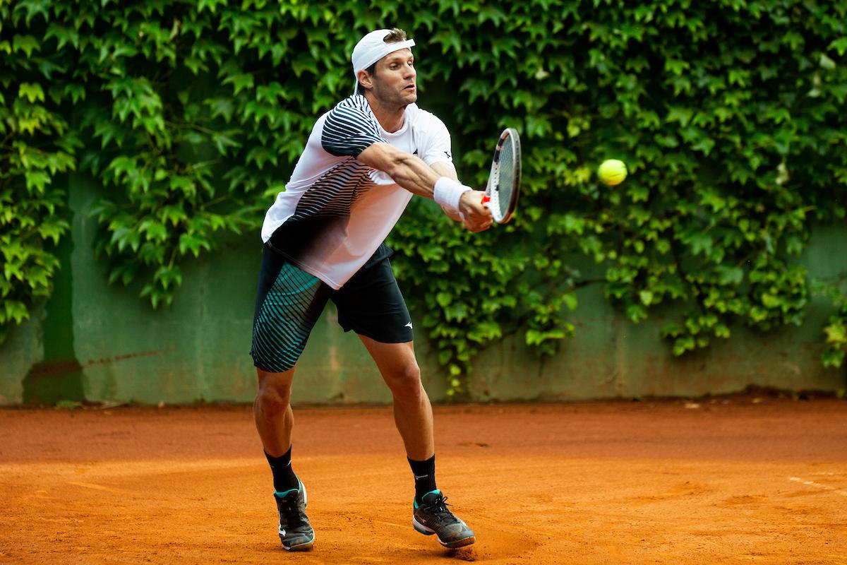 Rola Blaz bh pesek1 - Kavčič po treh urah in pol klonil proti 124. igralcu sveta; v kvalifikacijah Roland Garrosa obstal tudi Rola