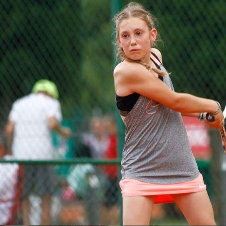 NIka Peric - U14: Perićeva v dvoboju dneva ugnala 2. nosilko, v finalu proti Kovačičevi