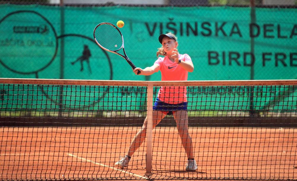 turnirji v kategorijah 12 14 let clani - ČLANSKO DP - PO 3. DNEVU: 13-letna Cikajlova zabeležila štiri velike zmage, Cmager ustavil Obrula