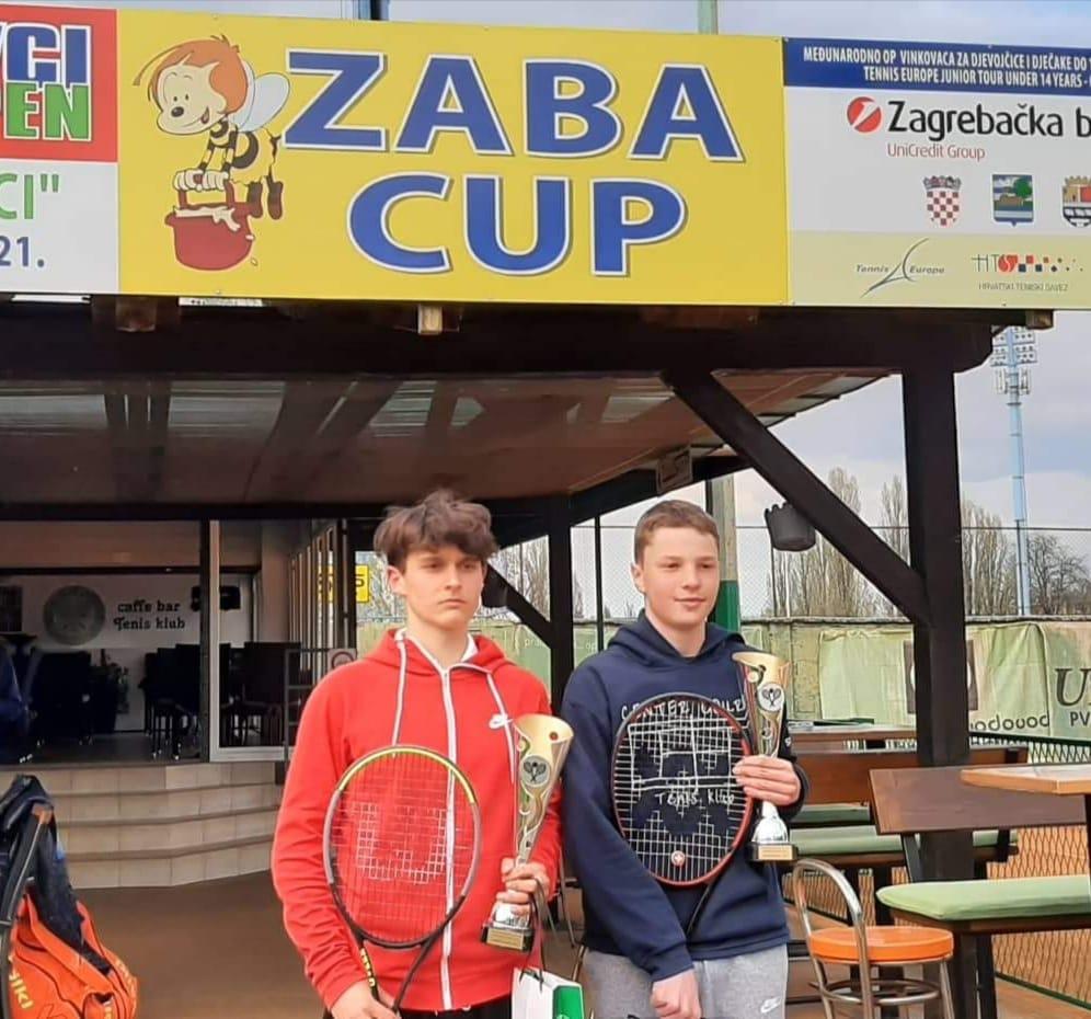 Angeli Hribar - Tennis Europe: Angeli in Hribar osvojila Vinkovce, Matic v soboto po dvojno krono!