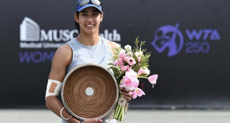 E76E6D1F 097C 45BE 9FAA FAAACE366F00 750x400 1 - WTA Charleston: Sharmi prvi naslov v karieri