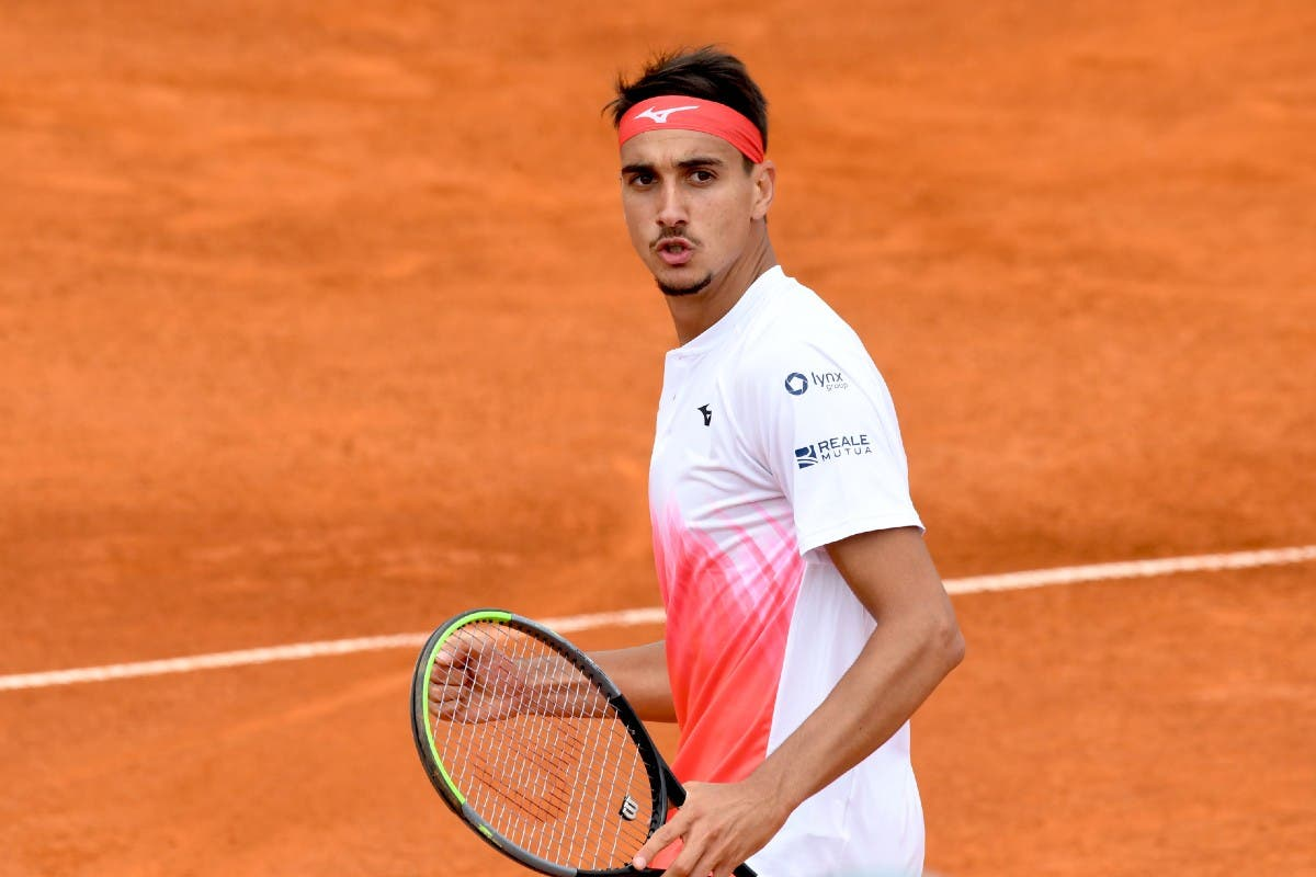 Lorenzo Sonego ATP Cagliari 2021 1 1 - ATP Cagliari: Pokal v roke Lorenzu Sonegu