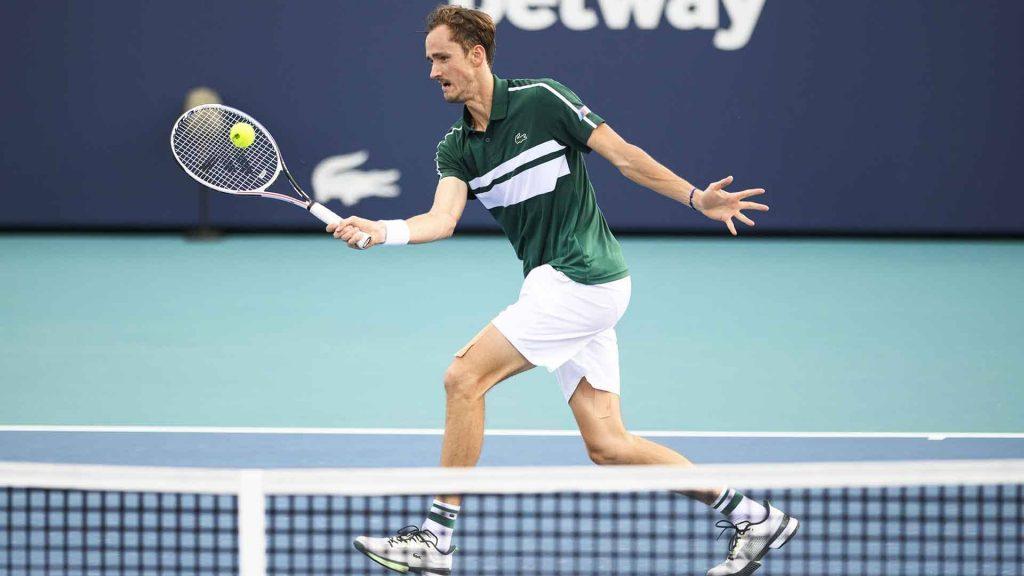 medvedev miami 2021 day 7 volley 1024x576 - Prvi nosilec Medvedev izpadel v četrtfinalu Miamija