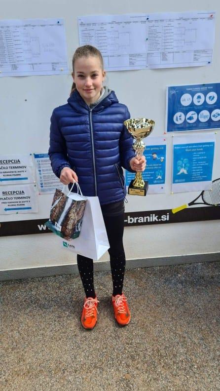 162488726 5697985773574785 7495541725997021416 n - Tennis Europe: Zoja Peternel v Čakovcu do novih dveh zmag, v Bukarešti prvič uspešna Fusilova