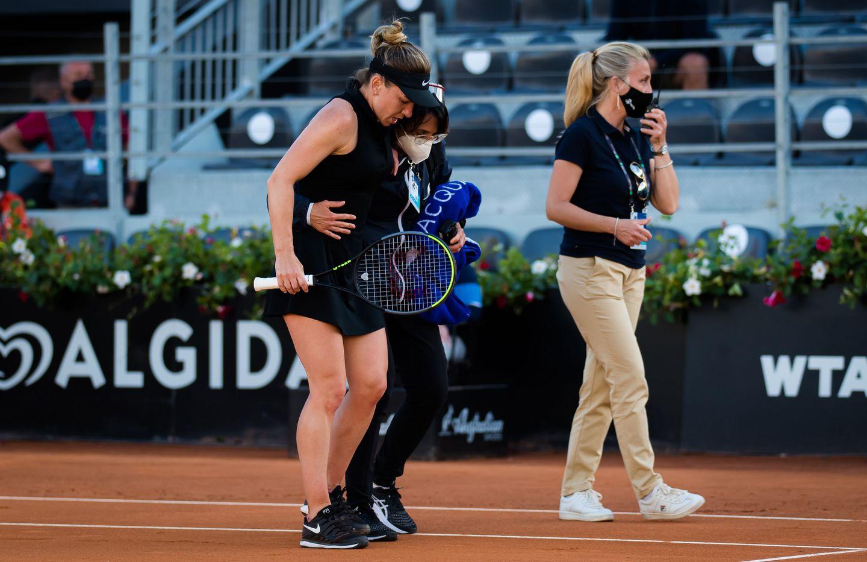 Simona Halep   2021 Internazionali BNL d Italia Day 3  DSC 4853 original - WTA Rim: Halepova grdo končala nastope, Romunka s poškodbo