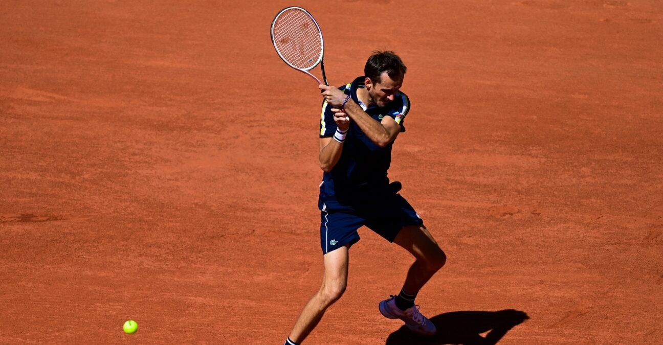 Medvedev Roland Garros 2021 1296x675 1 - Roland Garros: Medvedev v štirih nizih boljši od Paula