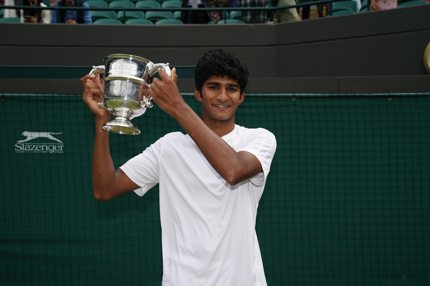 b 20210711 079 banerjee js207420 139543 1626011647370 - Spoznajte mladeniča, ki je v Wimbledonu osvojil pokal v konkurenci dečkov