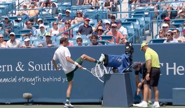 medvedev - ATP Cincinnati: Medvedev udaril ob kamero, prvič izgubil proti Rublevu