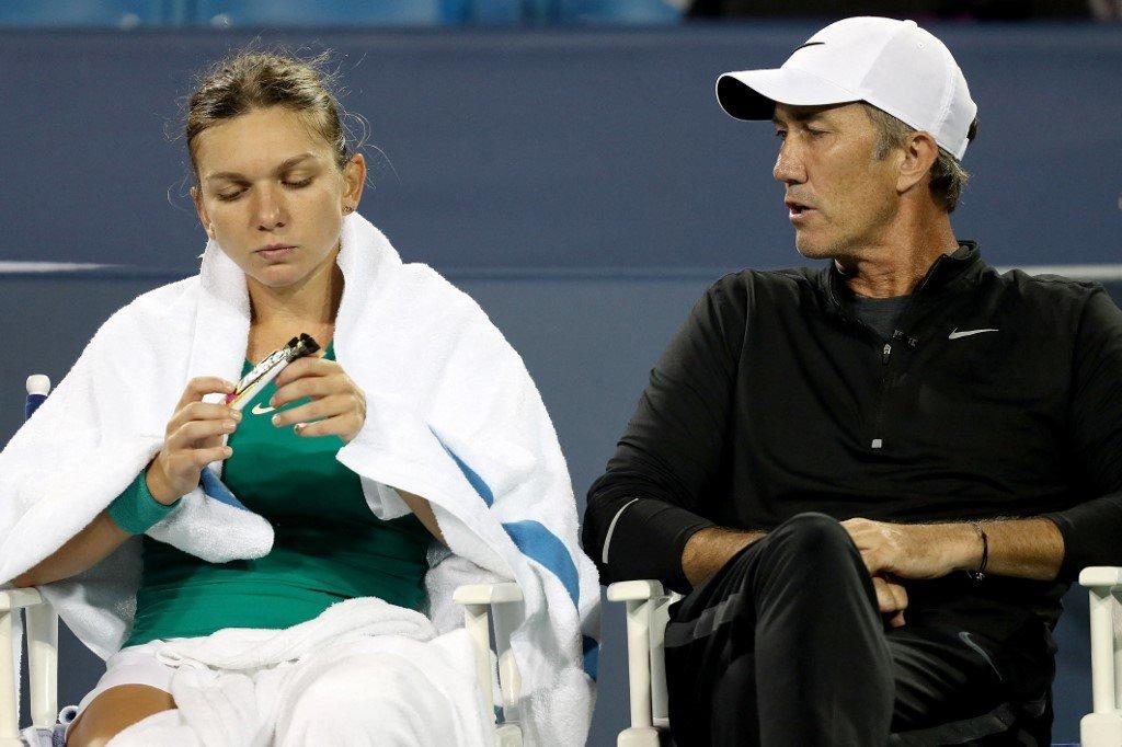 Simona Halep splits with coach Cahill - Romunka presenetila z odločitvijo